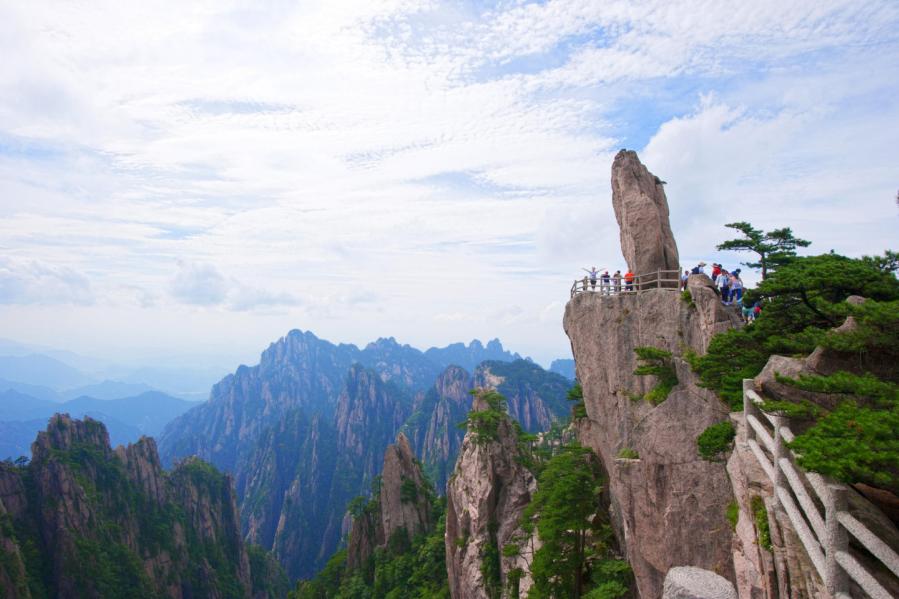 Huangshan: Bonsai of God (Anhui) (3.16--11.16 high season, 11.16-3.15 low season)