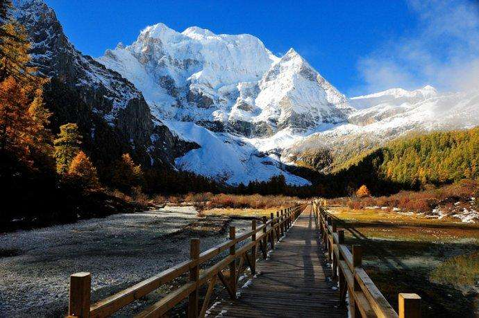Daocheng Sanshen Mountain: Shangri-La's landmark (Sichuan) (Best season: April-June, September-November, July-August as the rainy season)