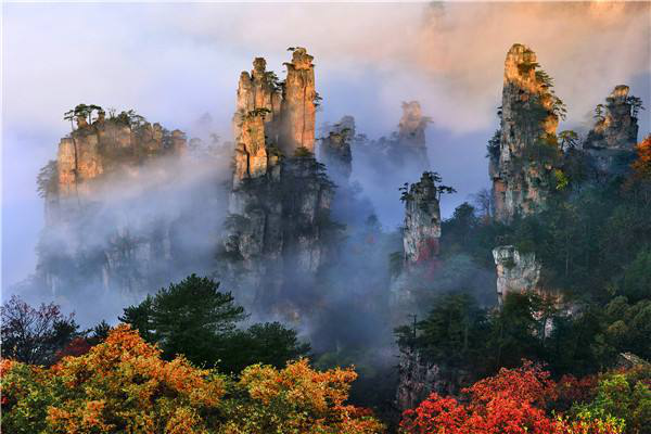Wulingyuan: Danqing (Hunan) in the Lost Mountains (Best season: Spring and Autumn, this is cool weather, suitable for tourism)