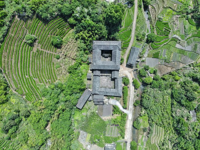 Shengqing Building-In addition to the circular earth building, there is also a special structure of this kind of building package