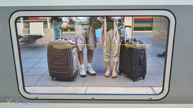 The picture shows the oversized suitcase that our couple took to Europe for the first time