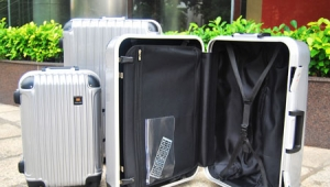 What size suitcase can you bring by plane-Hongtu luggage